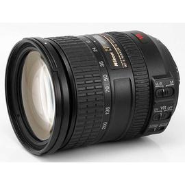 Универсальный объектив Nikon AF-S DX Nikkor 18-200mm f/3.5-5.6G ED VR II вид под углом спереди