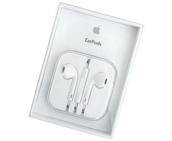 Наушники-гарнитура The New Apple Earpods with Remote and Mic (MD827) вид в упаковке